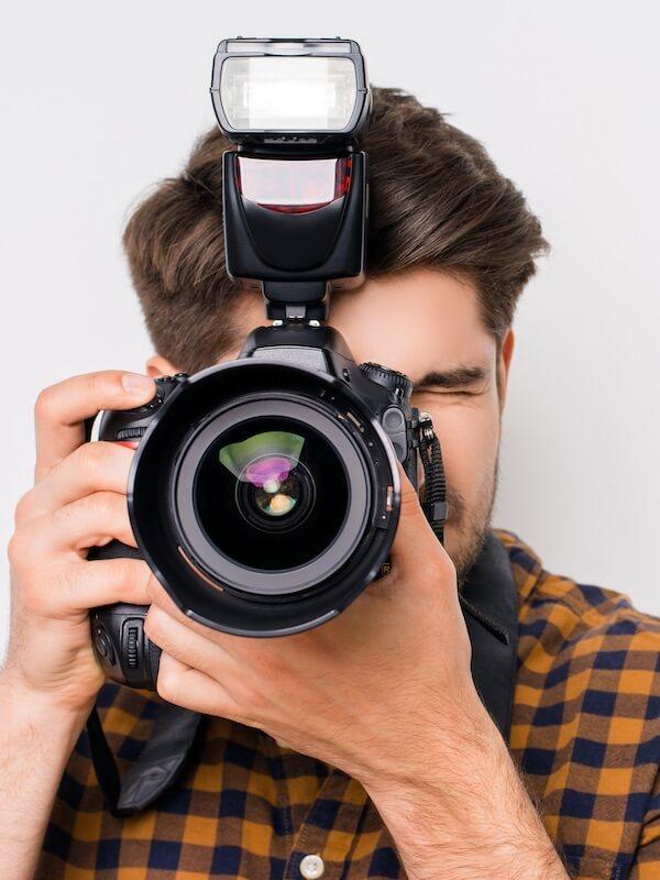 Bachelor-Student beim Fotografieren